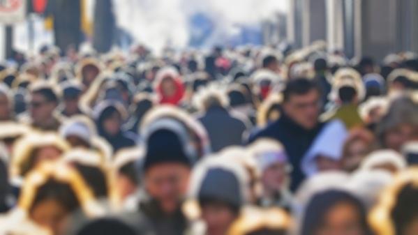La risposta è tra la gente (comune): frammenti di discorsi captati tra la folla
